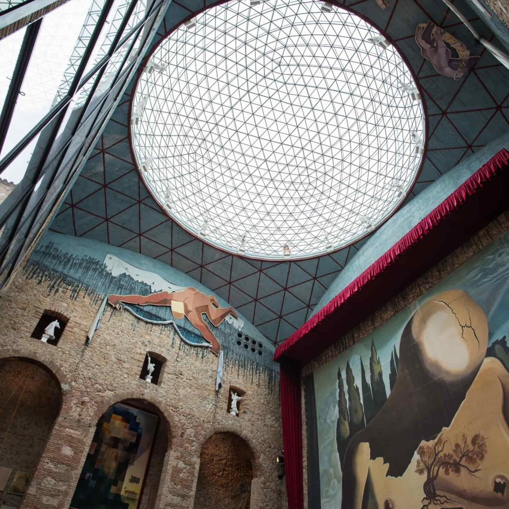 figueres-october-12-visitingthe-dali-theatre-museu-PRQ9K93.jpg
