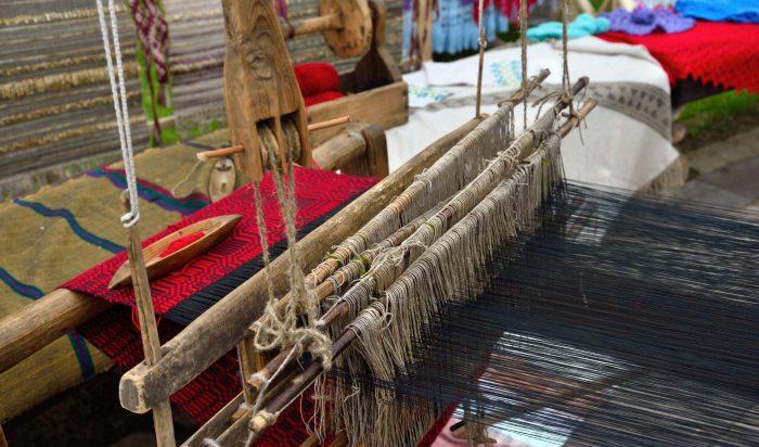 part-of-wooden-loom-RV7A2DL.jpg